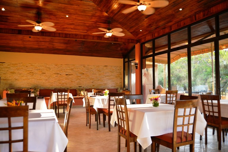 Restaurante Langosta: Well maintained restaurant located just steps from the pristine beaches of Playa Langosta