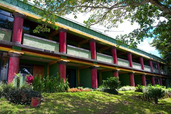 Lake Arenal Hotel & Resort: Well established Hotel overlooking Lake Arenal