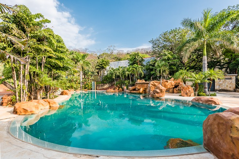 Tamarindo Paradise: Developers Paradise – 7 Acres with room to grow