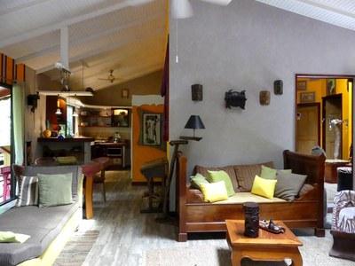 Lounge - 3.JPG