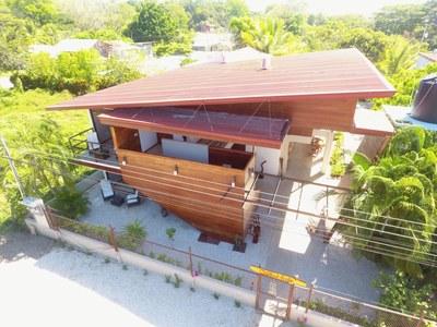 Haus Vorderansicht Drone1.jpg