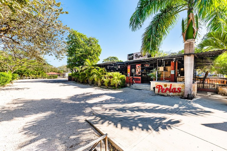 Perlas Bar & Restaurant: Profitable Bar/Restaurant in Prime Location