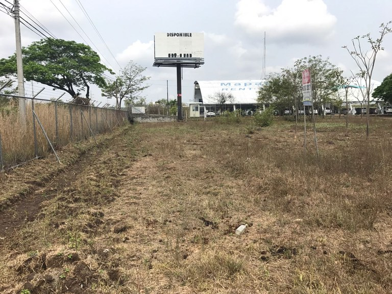 Commercial property in Liberia: Big property in Liberia, close to Airport
