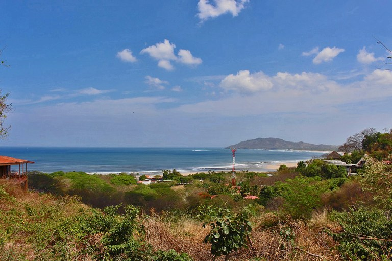 Lote Vista Bahia: Large and all usable multipurpose lot with a magnificent ocean view.
