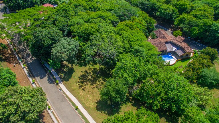 Tamarindo Heights Lot 5B: Large flat residential lot in gated community