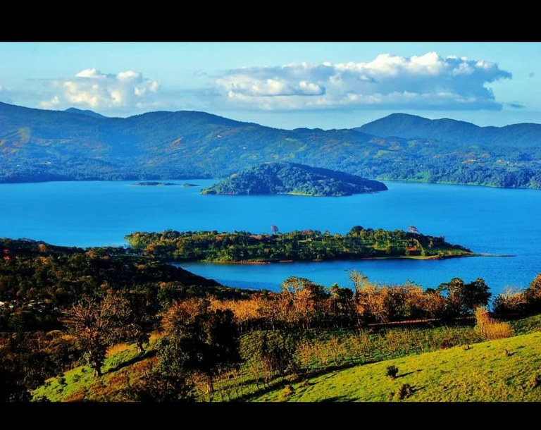 SANSE: Lakefront and Mountain Home Construction Site For Sale in Tronadora
