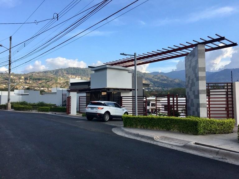 Venta de lote en condominio Pozos Santa Ana Precio Rebajado