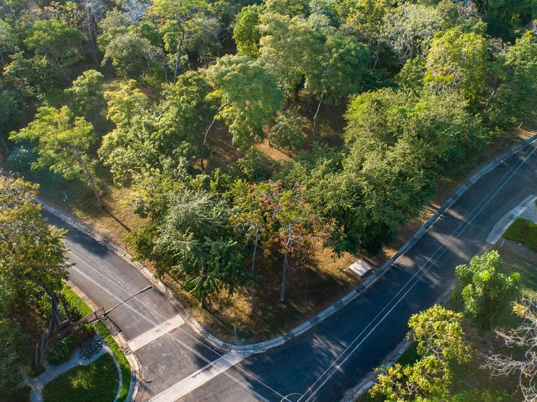 FIRE SALE! Las Ventanas #47: Beautiful Lot In Safe, Gated Community 2 Min From Beach!: Near the Coast Home Construction Site For Sale in Playa Grande