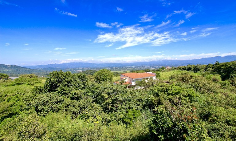 Nestled in the mountains of Brasil de Mora, between Santa Ana & Ciudad Colon, Bambues Lot for sale is a prized piece of Costa Rica real estate.
