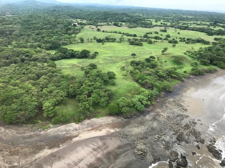 Developers Dream Property Playa Lagarto: Se Vende Terreno para Desarrollar Frente al Mar en Lagarto