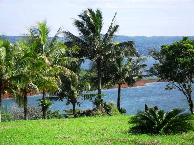 LAKE FRONT PARADISE: Large property ready for construction with lake and volcano views