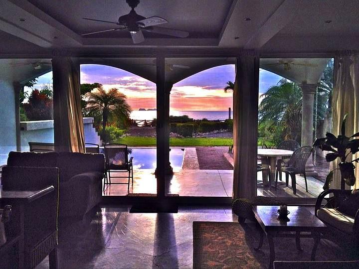 Colores de Luna: Beachfront Villa With Pool