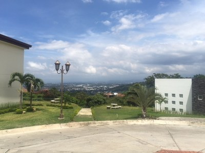Apartment For Rent in Alto de las Palomas