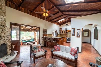 Great Room Casa Mega Cliff Side Beach Rental