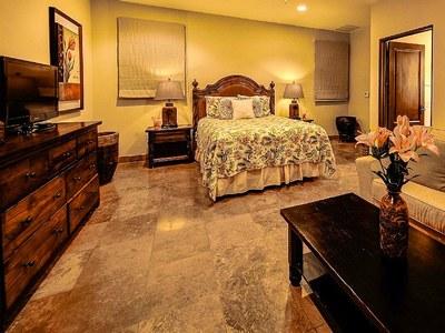 Suite 3 Queen Bed & Sleeper Sofa