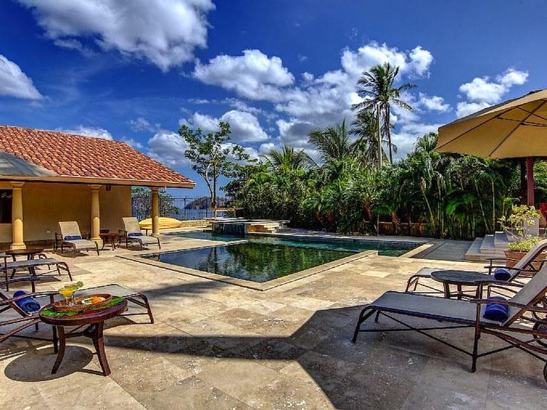 Casa playa blanca flamingo beach front luxury vacation for Costa rica vacations rentals