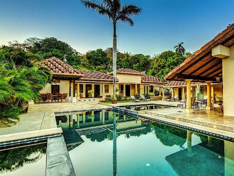 Casa Playa Blanca: Flamingo Beach-Front Luxury Vacation Villa - 5 Suites & Private Pool