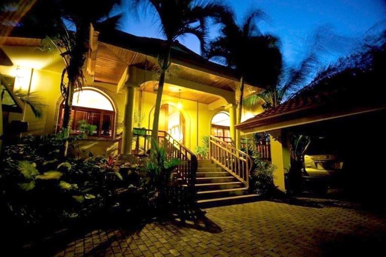 Casa Playa Ventana: Luxurious Beachfront Estate in Playa Ventana for Rent