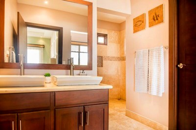 Main House-Master Bathroom