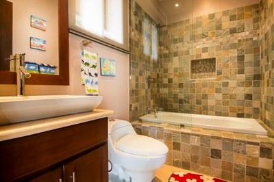 Main House-Kid's Bathroom