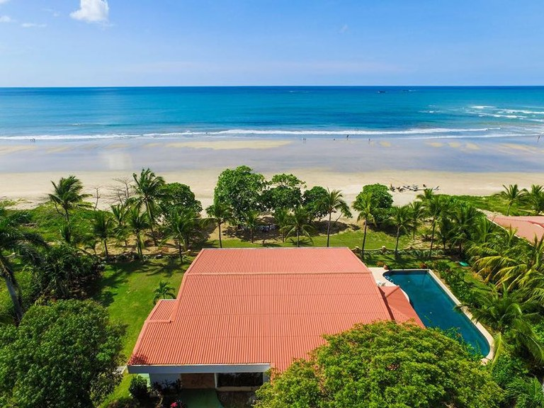 Carmela by the Sea: Beautiful 3 BR Home Right on Playa Grande