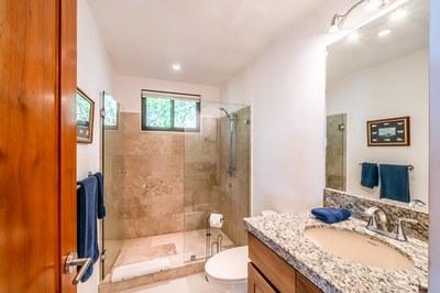 Bathroom 2 casa jungle
