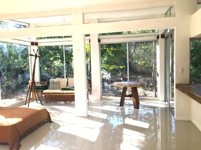 Aqua Apartment - Playa Potrero - Surfside Rental Home Great Room