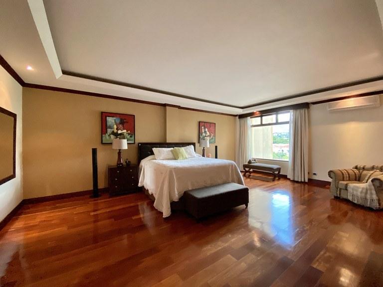 Luxury condominium for rent in Trejos Montealegre Escazu