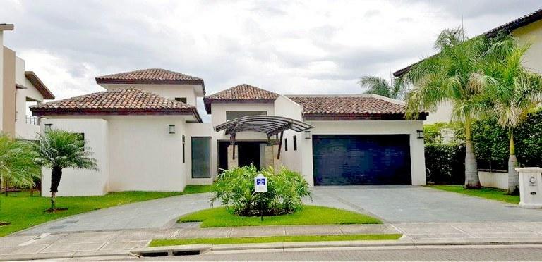 4 bedroom house in condominium for rent Piedades Santa Ana