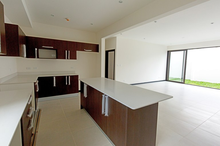 Condominium for rent one floor with garden 3 bedrooms Guachipelin