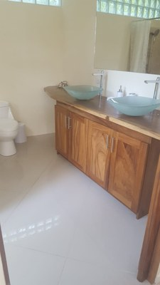 Master Bathroom of Casa Guana II: 2 Bedroom 2 Bath Riverfront Residence for Rent in Surfside / Playa Potrero
