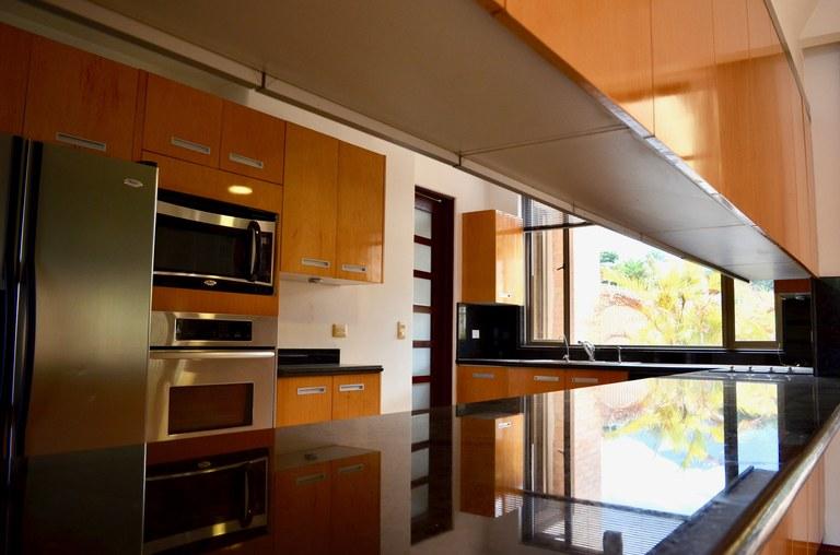 ALQUILER DE APARTAMENTO DE LUJO EN CONDOMINIO LOS LAURELES ESCAZU: Apartment For Rent in Los Laureles