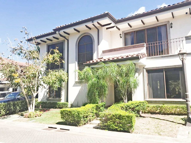 House for rent in Condominium 4 rooms Santa Ana