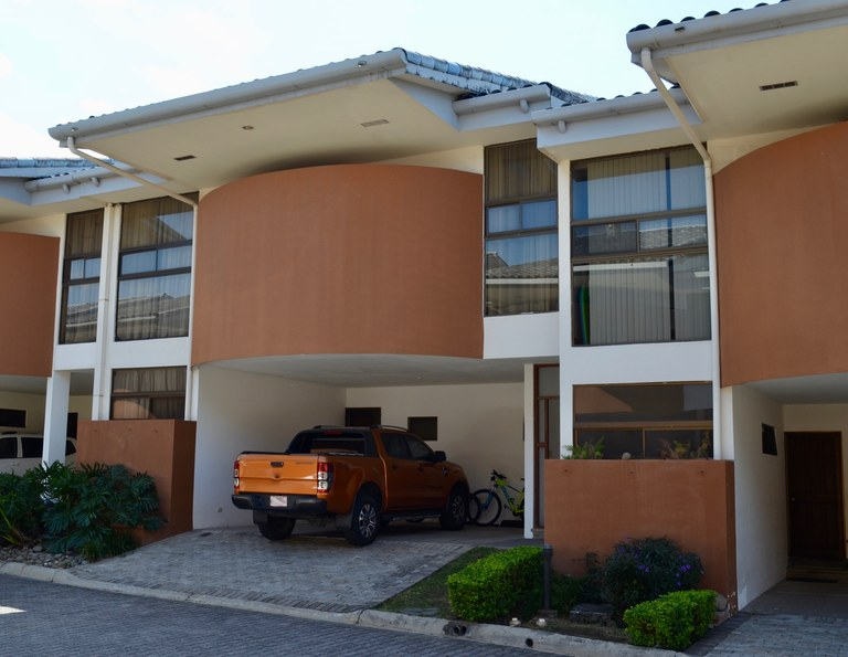 Condominium For Rent in Lindora