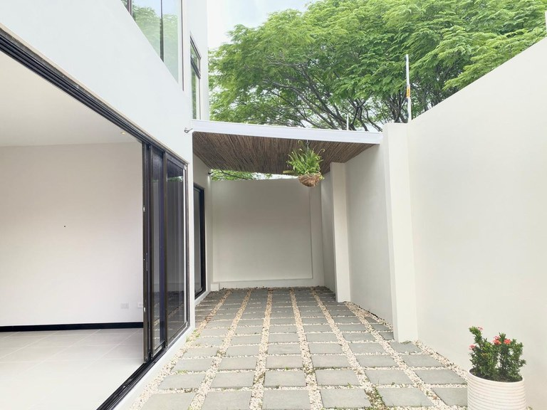 Modern Apartament for Rent 3 Bedrooms Santa Ana