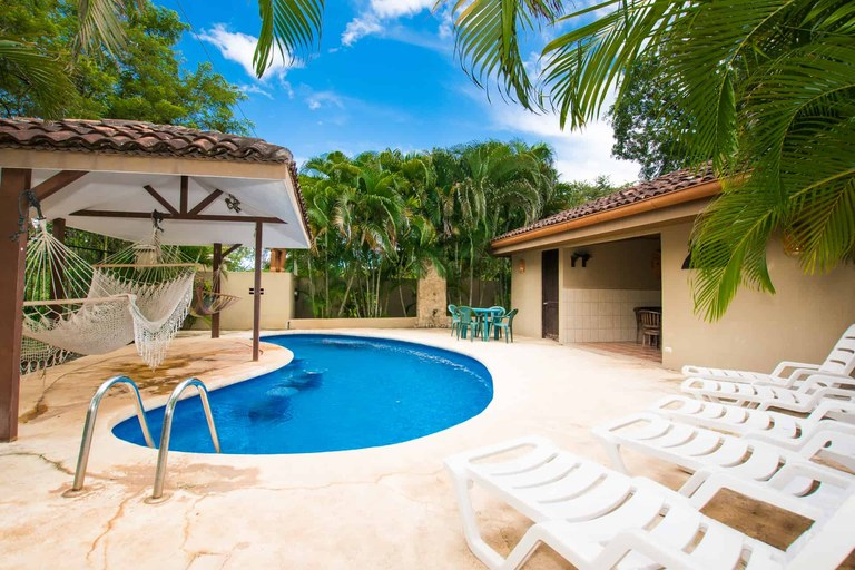 La Carolina 6: 2 Bedroom Budget Friendly Condo in Walking Distance of Brasilito Beach