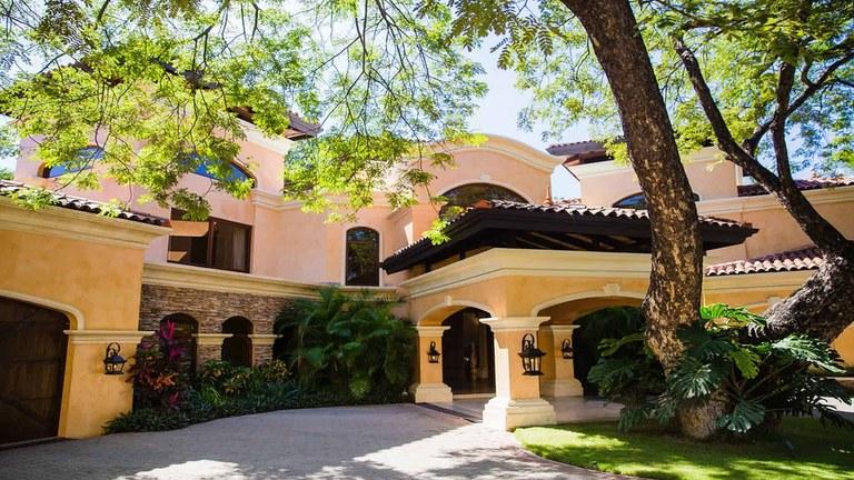 Hacienda del Arbol: 5 Bedroom Luxury Beach Front Villa for Rent in Playa Flamingo
