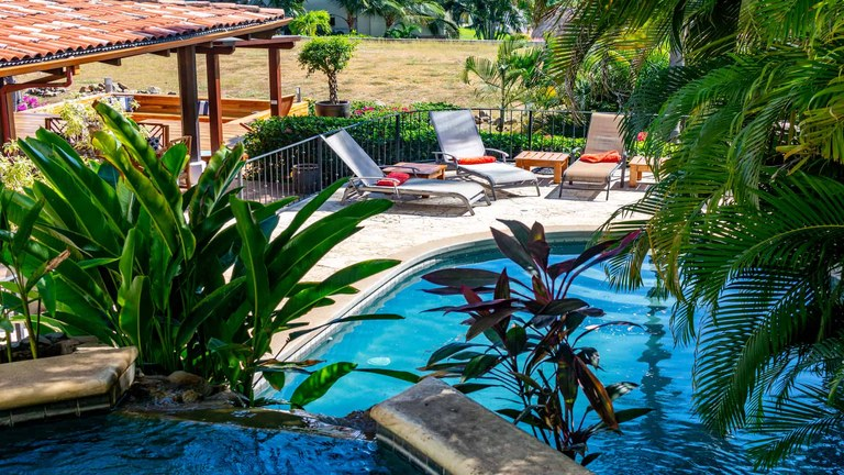 Casa Liliana: Luxury Villa with Private Apartment and Ocean Views on Flamingo North Ridge