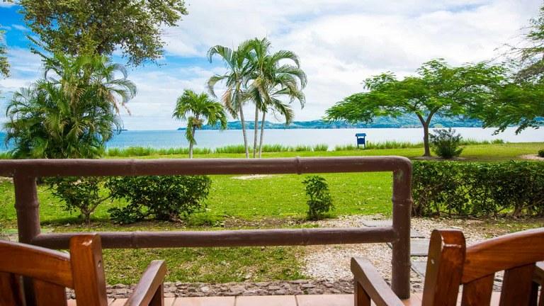 Marina C0ve 605: Modern 2 Bedroom Oceanfront and Ocean View Condo for Rent