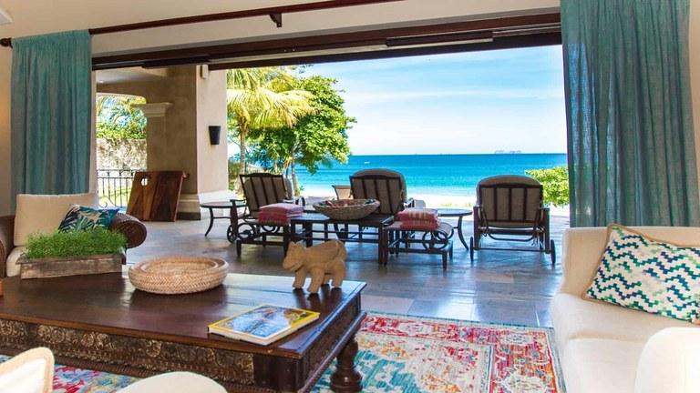Hacienda Paraíso: Exceptional 6 Bedroom Beachfront Villa on Flamingo Beach