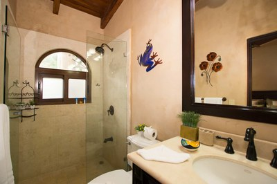 Bathroom of Luxury 2 Bedroom Ocean Front 2 Storie Condo in Flamingo
