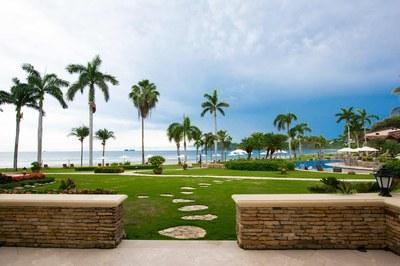 Terrace of Luxury 2 Bedroom Ocean Front 2 Storie Condo in Flamingo