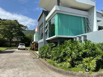 Alquiler Casa Amueblada Contemporánea con Piscina en Condominio Santa Ana Costa Rica