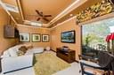 Esta sala puede convertirse en una habitación con su propio baño