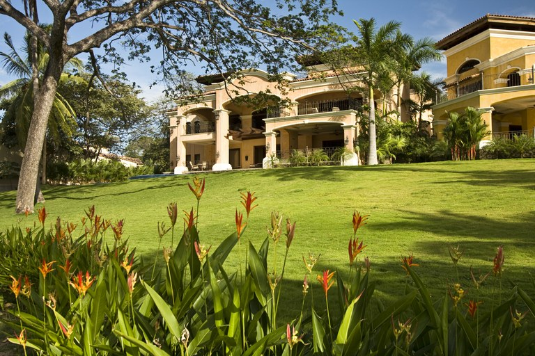 Casa del Arbol: Near the Coast and Oceanfront House For Sale in Playa Flamingo