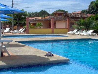 Pool direkt beim Haus - Sun Real Estate.JPG