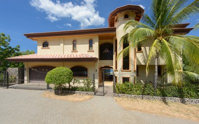 Cielo & Mar: Incredible Ocean Views in This 4-Bedroom, 7-Bath Home Located in Flamingo Beach!