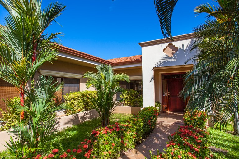Casa Tranquila: 3 Bedroom / 2 Bath Home With Pool Available in the Gated Community of Altos de Flamingo, only $349,000!