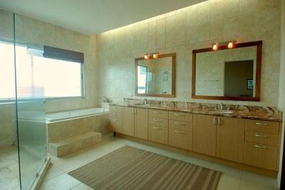 Condo 1-Master Bath