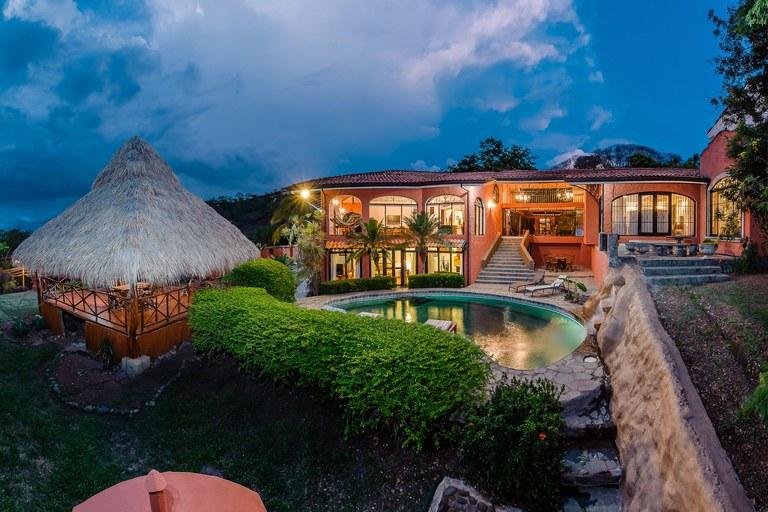 Casa Colonial:  Great ocean view home, walk to the beach!